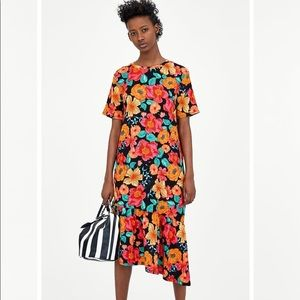 Zara floral midi dress with short sleeves size S